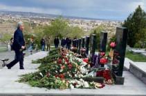 Սերժ Սարգսյանը Եռաբլուրում հարգանքի տուրք է մատուցել ապրիլյան պատերազմի հերոսների հիշատակին