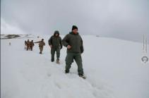 Armenia's DM visits units on Armenian-Azerbaijani border
