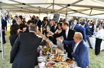 «Союз информированных граждан» обратится в полицию с просьбой оштрафовать участников вчерашнего банкета в Арцахе