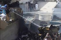 В Пакистане разбился пассажирский самолет (Видео)
