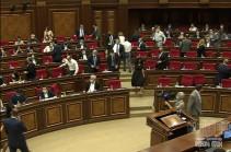 ԱԺ նիստի մեկնարկրին «Իմ քայլը» խմբակցությունը 20 րոպե ընդմիջում խնդրեց