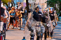 Протестующие вышли к зданию конгресса США