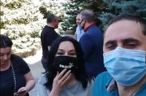«Это полицейские репрессии». СНБ проводит обыски в доме главы крупнейшей оппозиционной партии Армении (Видео)