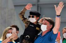 В Бразилии суд отменил решение, обязывающее Болсонару носить маску