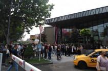 Сигнал о бомбе в торговом центре Yerevan Mall оказался ложным – МЧС Армении