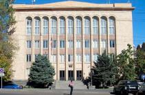 Полицейские не позволили судье Гранту Назаряну зайти в здание Конституционного суда
