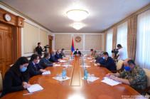 Араик Арутюнян провел совещание по вопросам жилищного обеспечения офицеров Армии обороны