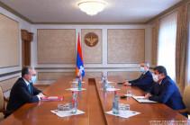 Араик Арутюнян и Зограб Мнацаканян обсудили широкий круг вопросов, касающихся внешнеполитических вызовов