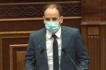 На данном этапе фракция «Мой шаг» считает нецелесообразным обсуждение законопроекта – Сисак Габриелян о повышении штрафов за отсутствие маски