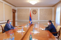 Artsakh president meets ex-DM Seyran Ohanyan, discusses security issues