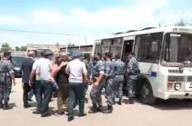 Ոստիկաններն ուժի գործադրմամբ բերման ենթարկեցին «Ադեկվադ»-ի ներկայացուցիչներին (Տեսանյութ)