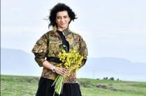Призываю прекратить боевые действия и двигаться к миру – Анна  Акопян