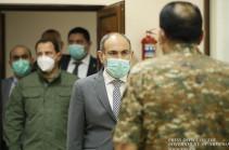 С Арменией нельзя говорить с позиций силы. Премьер встретился с руководящим составом армии