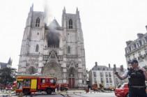 Власти Франции восстановят собор в Нанте после пожара