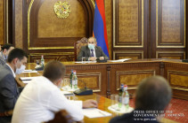 Armenia's PM receives textile industry representatives