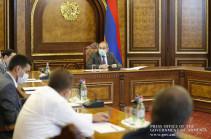 Armenia's PM receives textile industry representatives