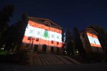 Հայաստանի խորհրդարանի ու քաղաքապետարանի շենքերը լուսավորվել են Լիբանանի դրոշի գույներով (Տեսանյութ)