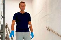 Навальный написал в инстаграме, что уже может ходить