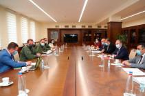 В Минобороны состоялось межведомственное совещание во главе с Давидом Тонояном и Зограбом Мнацаканяном
