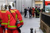 У бывшего здания Charlie Hebdo в Париже ранили трех человек