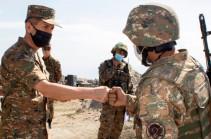 Начальник Генштаба ВС Армении посетил боевые позиции