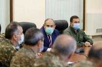 Премьер-министр провел встречу с руководящим составом Минобороны и Вооруженных сил Армении
