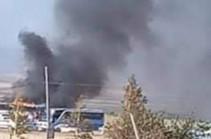 В городе Варденис после удара азербайджанскими беспилотниками горит гражданский автобус