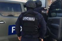 В Тбилиси мужчина взял в заложники девять человек