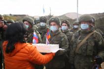 Мэр Степанакерта поздравил российских миротворцев с профессиональным праздником (Фото)
