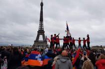 Баку назвал резолюцию сената Франции по Карабаху обычным листком бумаги