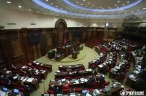 Парламент Армении проголосовал против отмены военного положения