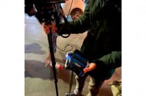 Полицейские применили силу к оператору телекомпании Yerkir Media (Видео)