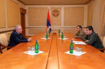 Араик Арутюнян принял министра обороны Армении Вагаршка Арутюняна