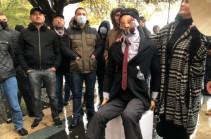 Перед зданием правительства Армении проходит акция протеста с требование отставки Никола Пашиняна (Видео)