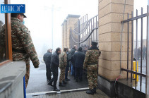 Родственники без вести пропавших военнослужащих встречаются с начальником Генштаба ВС Армении