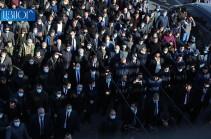 День траура в Ереване – аплодисменты и крики «Никол – предатель!», «Никол – премьер!» (Видео)