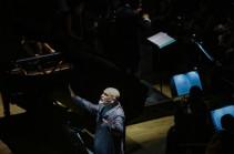 Նարեկացու աղոթքը, Հայաստանի պետական սիմֆոնիկ նվագախմբի և Ջոն Մալկովիչի ներկայացմամբ, թող լույս պարգևի հերոսների հոգիներին (Տեսանյութ)