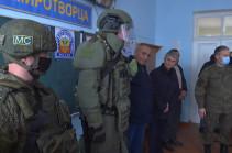 Российские миротворцы провели занятия по мерам безопасности с учениками одной из школ Степанакерта