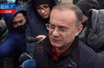 На смену лозунгу «Выигрываем» пришел лозунг «Молчим» - экс-глава Минобороны Армении (Видео)