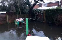 Тысячи домов в Англии эвакуированы из-за шторма
