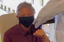 Билл Гейтс сделал прививку от коронавируса