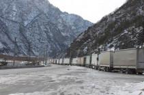 На автодороге Степанцминда-Ларс со стороны России скопилось около 500 грузовиков