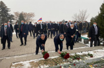 Armenia's PM, top officials visit Yerablur (photos)
