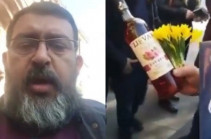 Անհետ կորած զինծառայողների հարազատները, որպես «շնորհակալություն», շոկոլադ, գինի և ծաղիկներ ուղարկեցին Արսեն Թորոսյանին (Տեսանյութ)