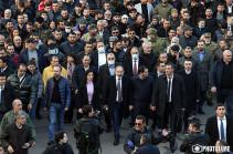 Акция сторонников премьер-министра Армении завершилась