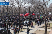 Participants of rally headed to President's residence to demand disputing constitutionality of Onik Gasparyan's removal decree