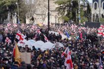 Թբիլիսիում բազմահազարանոց ցույցեր են