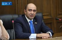 Речь идет не о начальнике Генштаба, а о всем командном составе ВС – Эдмон Марукян