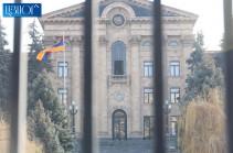 В здании парламента размещены снайперы, на проспект Баграмяна стянуты крупные силы полиции