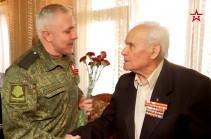Լեռնային Ղարաբաղում ռուս խաղաղապահների հրամանատարությունը շնորհավորել է Հայրենական մեծ պատերազմի վետերաններին (Տեսանյութ)